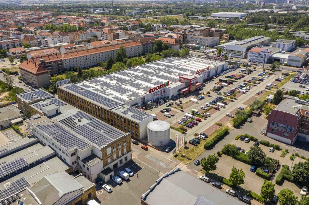 Leipzig's largest: the Plagwitzer Höfe photovoltaics system with 5,684 modules across a roof area covering 9,600 m²
